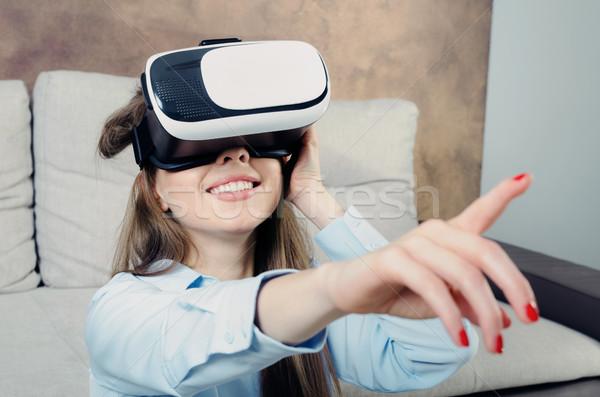 женщину виртуальный реальность очки видео играх Сток-фото © simpson33