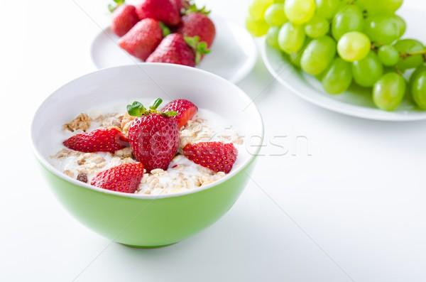 Casero frutas placa yogurt fresas granola Foto stock © simpson33