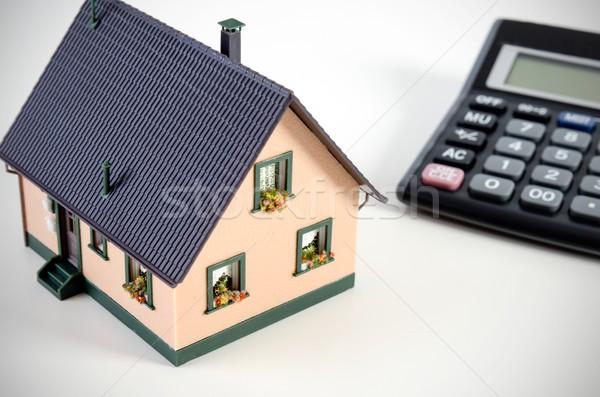 Otthoni pénzügyek takarékosság ház miniatűr számológép otthon Stock fotó © simpson33