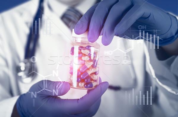 Orvos tudós új drog kapszula kezek Stock fotó © simpson33