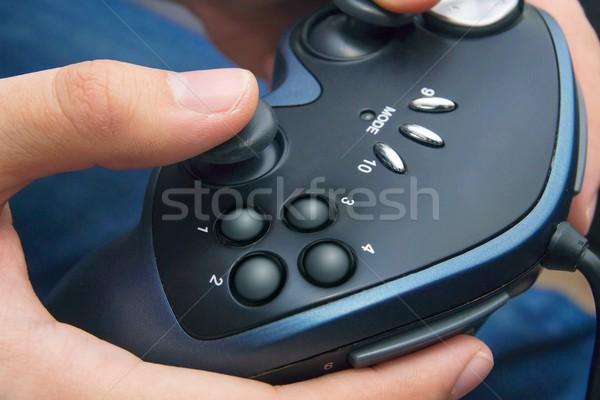 Primo piano maschio mani gamepad controller di gioco tecnologia Foto d'archivio © simpson33