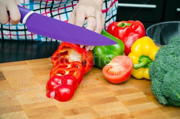 Cuoco taglio peperoni fette mani Foto d'archivio © simpson33