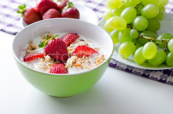 домашний фрукты пластина йогурт клубники гранола Сток-фото © simpson33