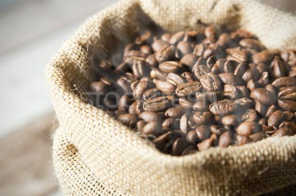 Foto d'archivio: Chicchi · di · caffè · bag · tavolo · in · legno · caffè · natura