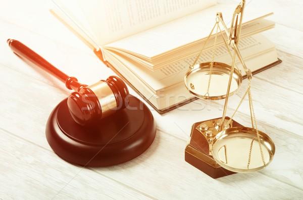 Törvény kalapács igazság szimbólum ügyvéd bíróság Stock fotó © simpson33