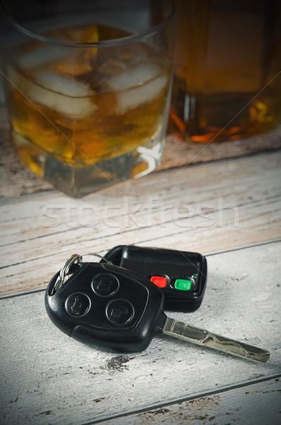 Slusszkulcs üveg whiskey iszik vezetés autó Stock fotó © simpson33