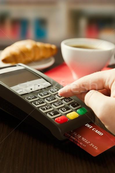 Homme paiement vente cafétéria restaurant Photo stock © simpson33