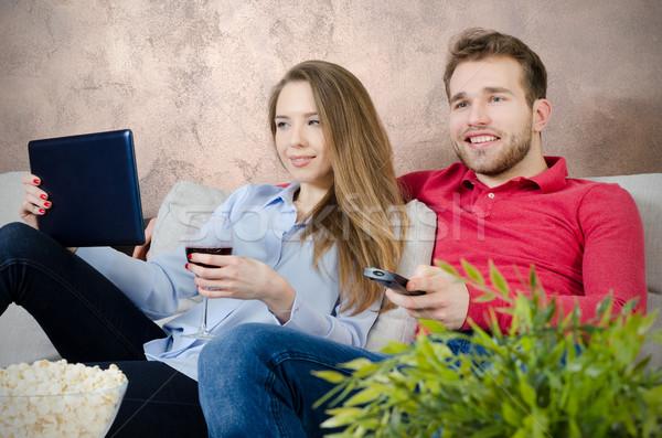 çift serbest zaman izlerken tv film ev Stok fotoğraf © simpson33