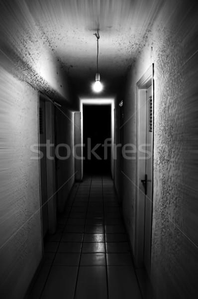 Seminterrato luce splendente buio corridoio Foto d'archivio © sirylok