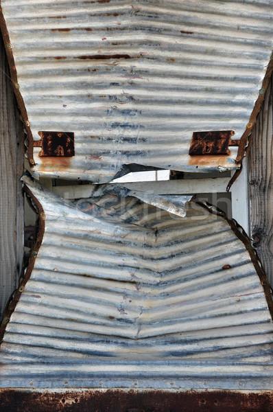 Ferro porta persiana enferrujado rachado abrir Foto stock © sirylok