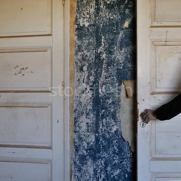 Hátborzongató baba kéz ajtó kisértetjárta elhagyatott Stock fotó © sirylok