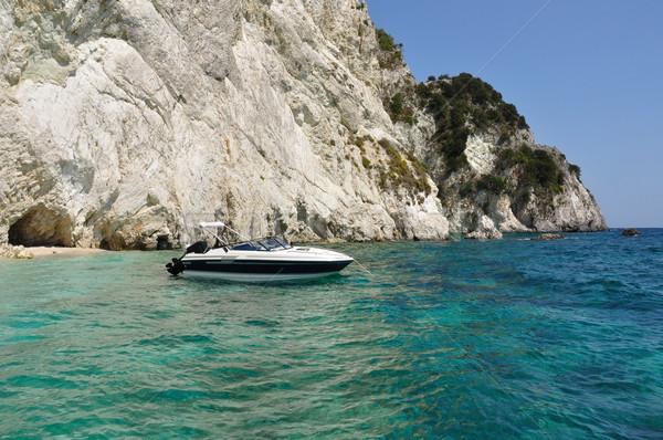 Motorcsónak tengerpart távoli Zakynthos Görögország víz Stock fotó © sirylok