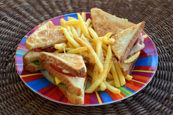 Klub szendvics sültkrumpli edény gyorsételek sajt paradicsom Stock fotó © sirylok