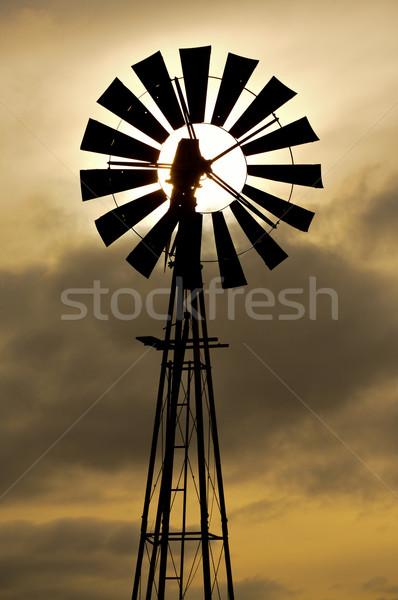 Windmolen silhouet ouderwets bewolkt zonsondergang hemel Stockfoto © skylight