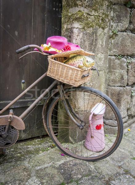 Zardzewiałe rower starych bramy Zdjęcia stock © smartin69