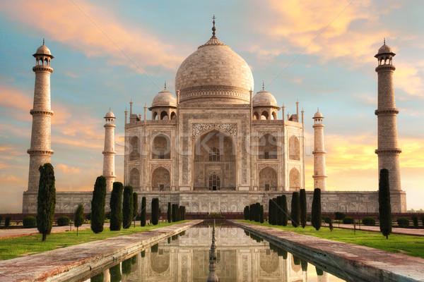Fenséges Taj Mahal napfelkelte India tele égbolt Stock fotó © Smileus