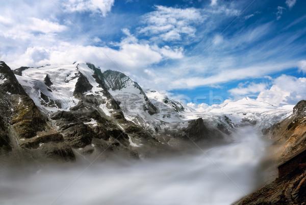 Montagne gamme brouillard vallée majestueux européenne Photo stock © Smileus