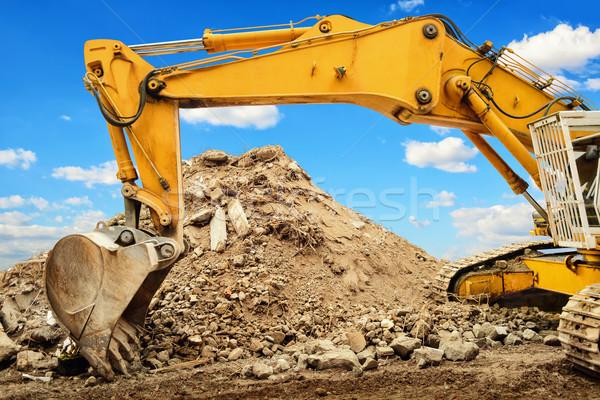 Excavadora suciedad cielo azul amarillo agradable Foto stock © Smileus