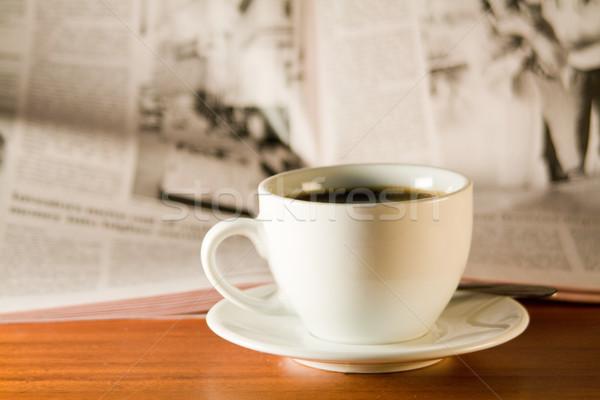 Kávé újság fa asztal kicsi üzlet művészet Stock fotó © smoki