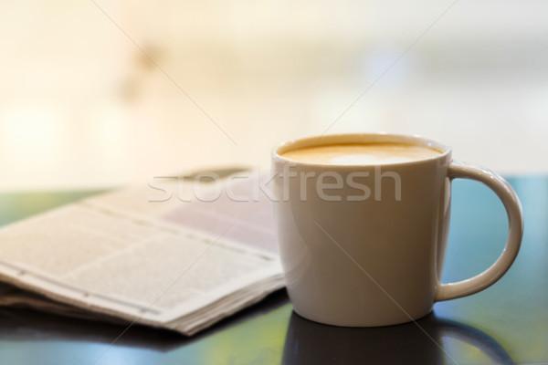Taza de café mesa de madera periódico ocio negocios Foto stock © smuay