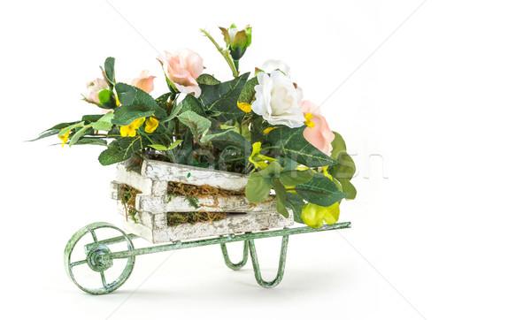 Virágcsokor rózsa fa kosár izolált fehér Stock fotó © smuay