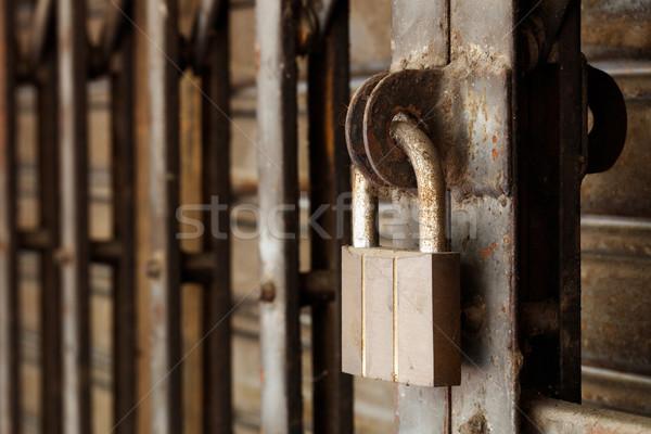 грязные замок ржавые стали затвор двери Сток-фото © smuay
