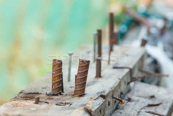 Görbület acél építkezés közelkép rozsdás körmök Stock fotó © smuay
