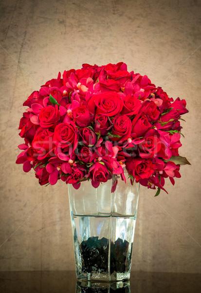 Virágcsokor piros rózsa üveg váza grunge fal Stock fotó © smuay