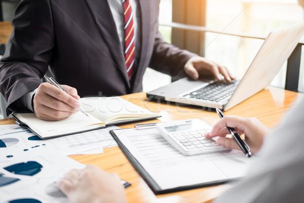 Adminisztrátor üzletember pénzügyi titkárnő készít jelentés Stock fotó © snowing