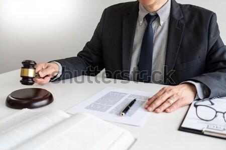Masculina juez abogado martillo papel Foto stock © snowing