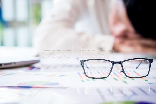 Cansado empresário adormecido despesas secretária escritório Foto stock © snowing