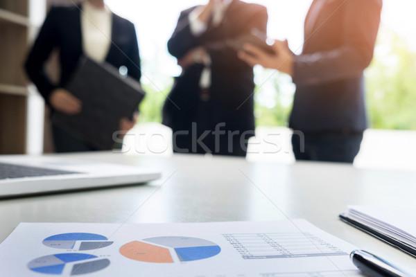 бизнеса документа touchpad столе служащих женщину Сток-фото © snowing