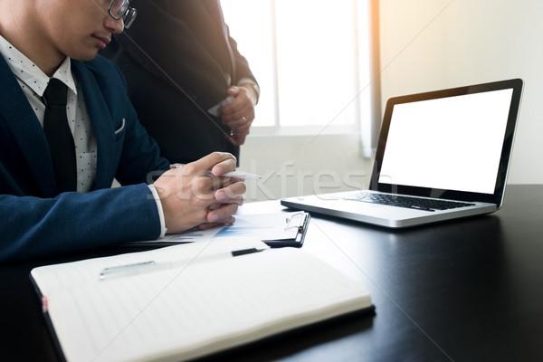 Fiatalember dolgozik üzletember asztali számítógép iroda internet Stock fotó © snowing