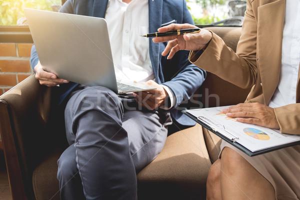 Reunión lugar de trabajo gente de negocios de trabajo documento tableta Foto stock © snowing