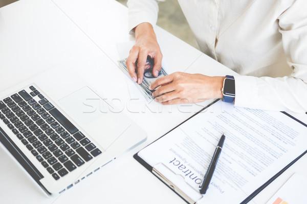 ビジネスマン お金 表 会計 ビジネス ビジネスマン ストックフォト © snowing