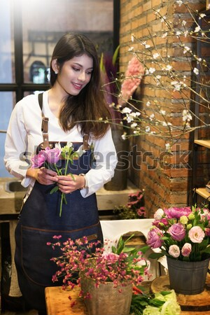 Gyönyörű virágárus virágüzlet kisvállalkozás virág portré Stock fotó © snowing