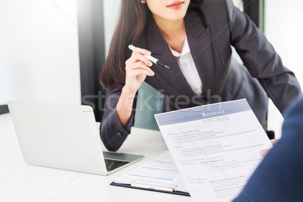 Kobiet kierownik rozmowa kwalifikacyjna wnioskodawca patrząc cv Zdjęcia stock © snowing