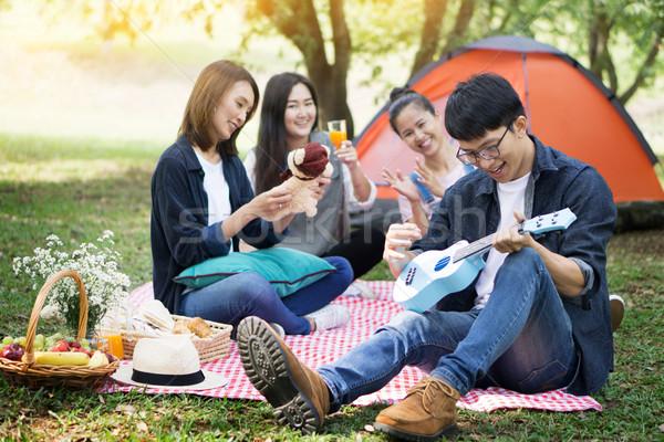 Verão férias férias música pessoas felizes piquenique Foto stock © snowing