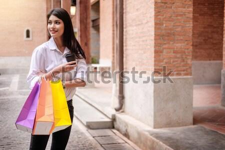 Vásár emberek mosolyog fiatal nő bevásárlótáskák szórakozás Stock fotó © snowing