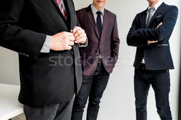 Groep zakenlieden zakenman leider permanente armen Stockfoto © snowing