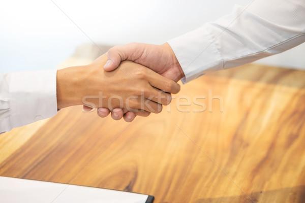 Apretón de manos cliente contrato firma exitoso Foto stock © snowing