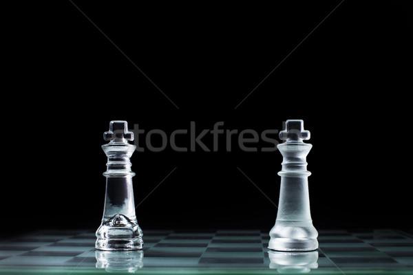 Konfrontáció kettő fából készült sakk király áll egyéb Stock fotó © snowing