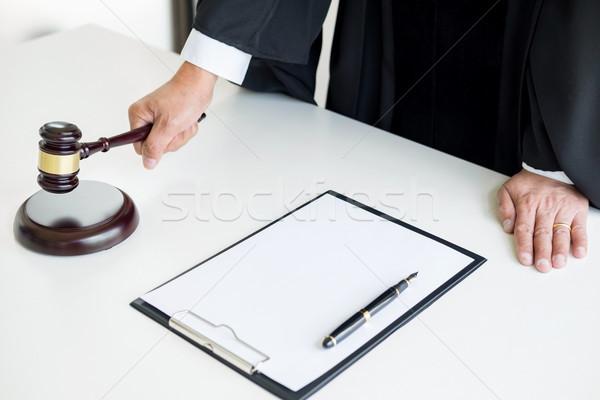 Maschio giudice avvocato martelletto libro Foto d'archivio © snowing