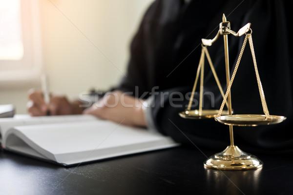 弁護士 裁判官 読む 文書 デスク 法廷 ストックフォト © snowing