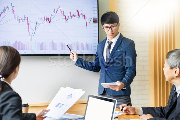 üzletember hangszóró beszéd stock nyereség grafikon Stock fotó © snowing