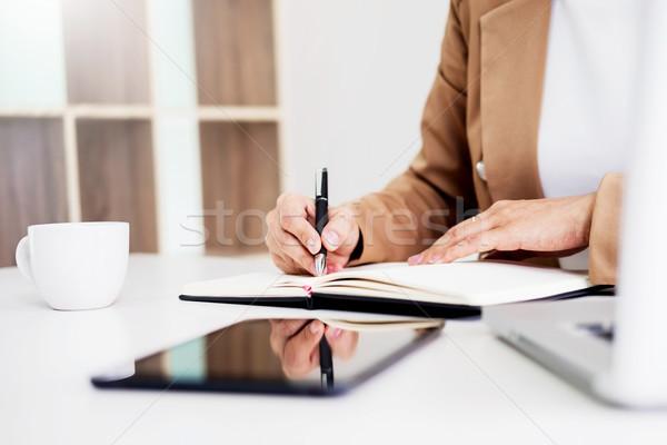 Ręce finansowych działalności kobiet kierownik Zdjęcia stock © snowing