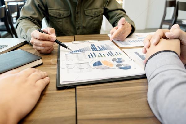 Zakelijke bijeenkomst kantoor documenten rekening managers crew Stockfoto © snowing