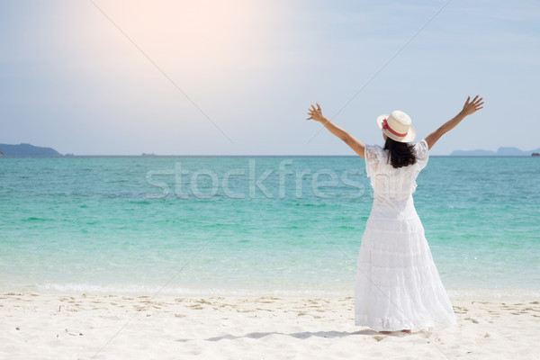 Güzel kaygısız kadın rahatlatıcı plaj Stok fotoğraf © snowing