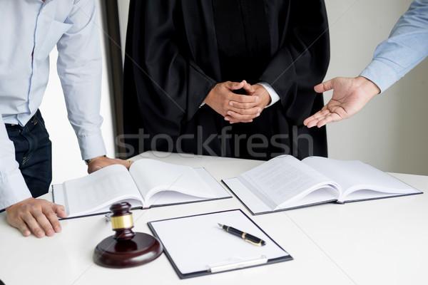 Uomini d'affari avvocati contratto giornali seduta Foto d'archivio © snowing