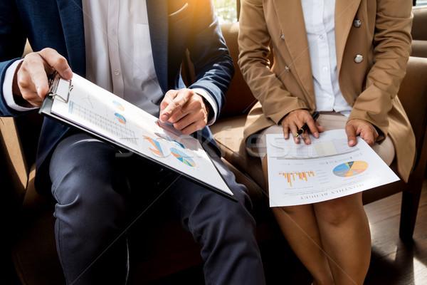 Megbeszélés munkahely üzletemberek dolgozik irat tabletta Stock fotó © snowing